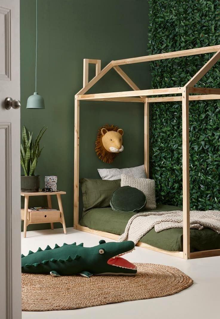 Chambre Du0027enfant Scandinave Exotique Vert Marron Beige Kaki Bois Papier  Peint Parquet Rotin Peinture. U203a