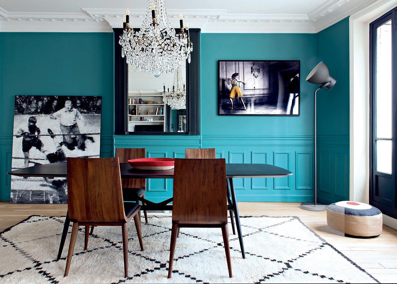 Salle à manger scandinave contemporain bohème bleu marron blanc noir camel gris bois métal parquet peinture miroir verre