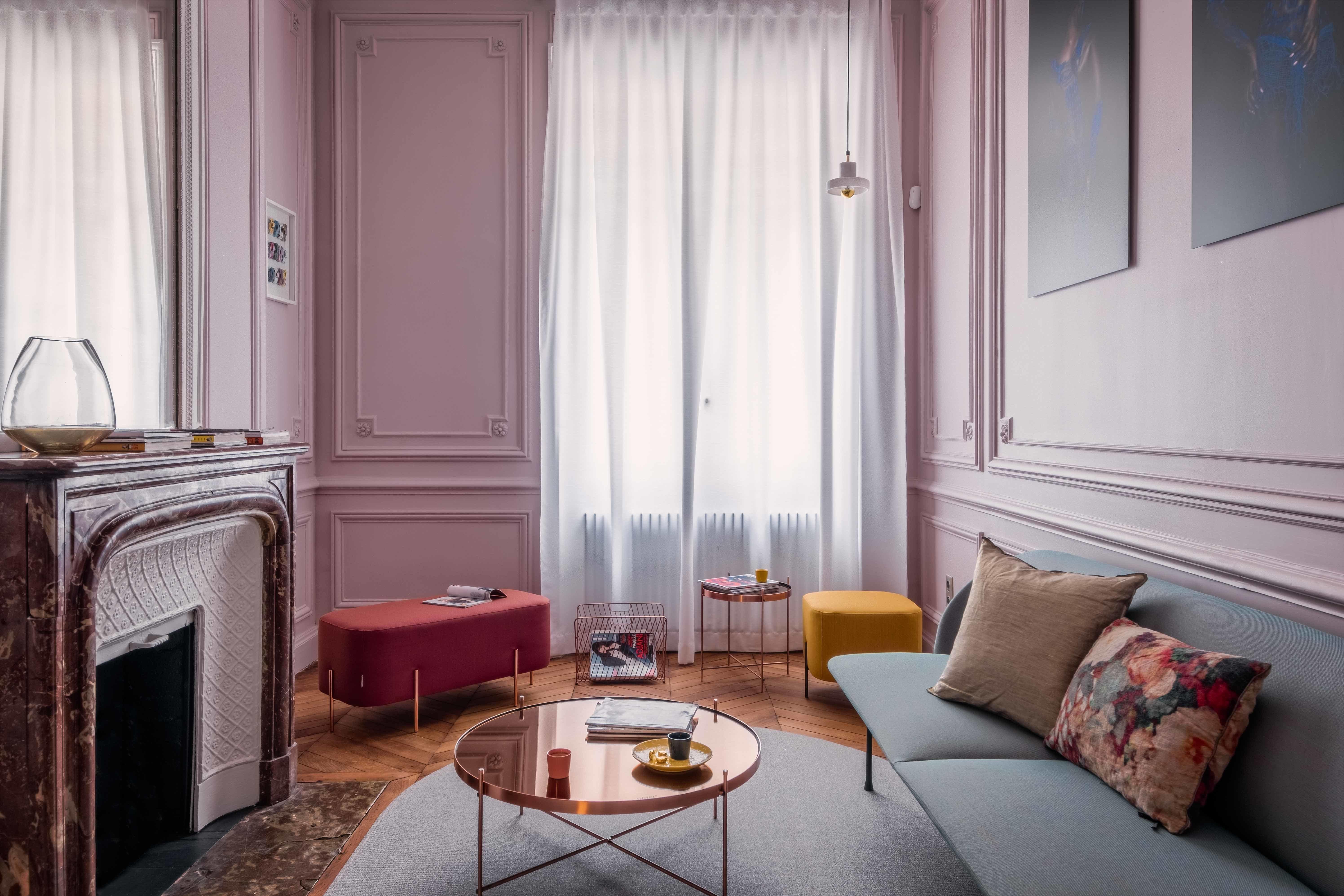 Salon contemporain rouge rose doré gris noir jaune cuivre peinture ...