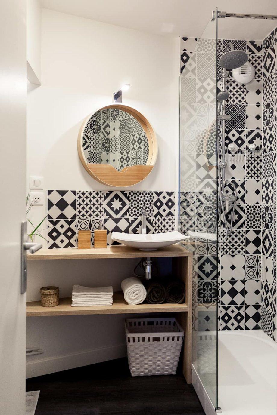 Salle de bain scandinave blanc noir marron carreaux de ...