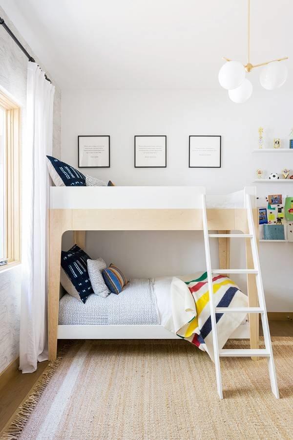 Chambre d\'enfant scandinave blanc noir multicolor beige doré bois ...