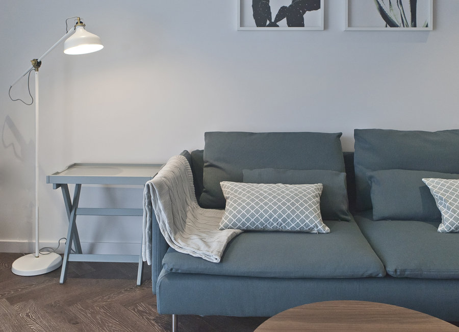 Salon scandinave bleu marron blanc