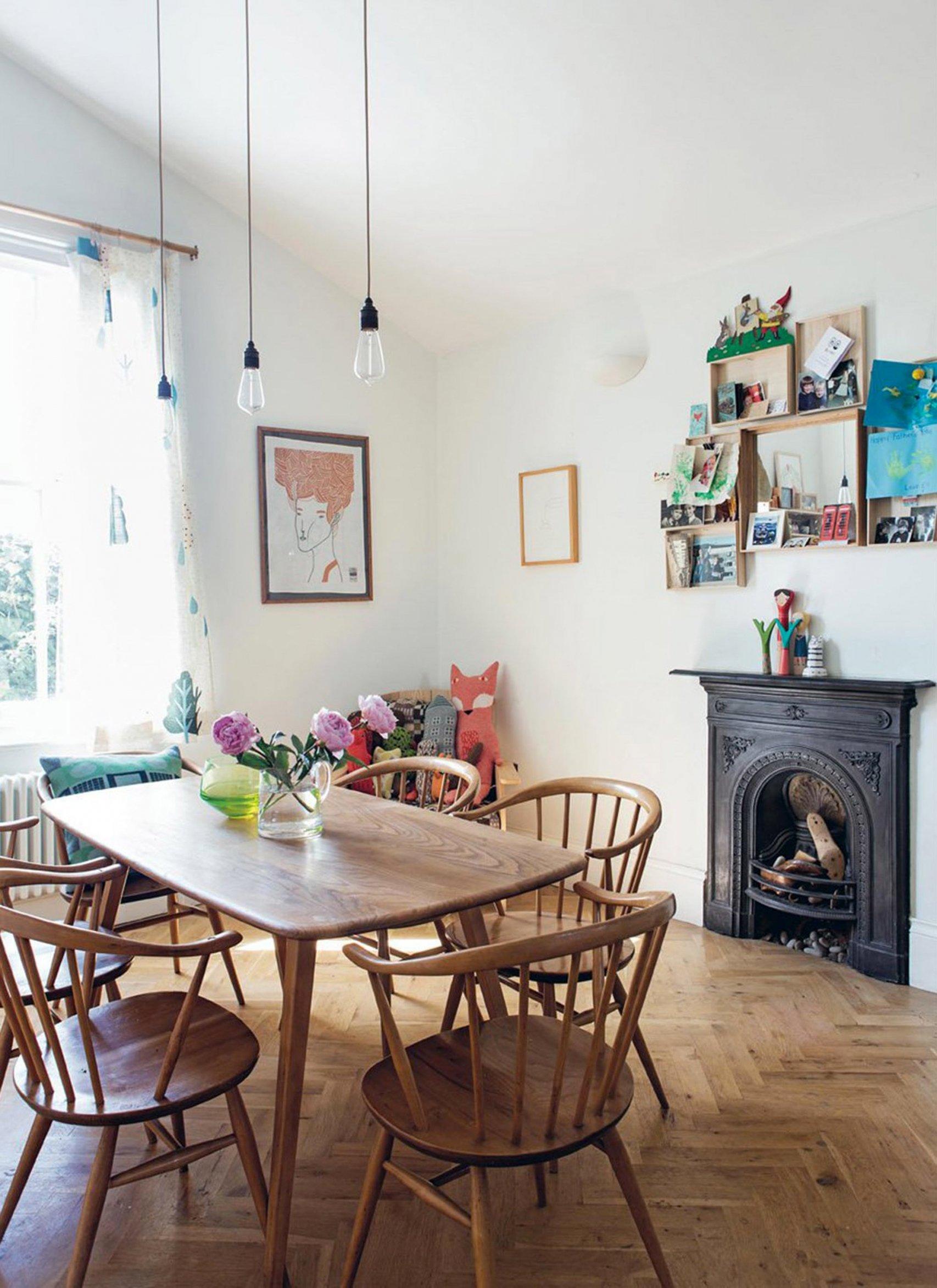 Salle à manger vintage marron blanc noir bleu bois chêne métal parquet textile