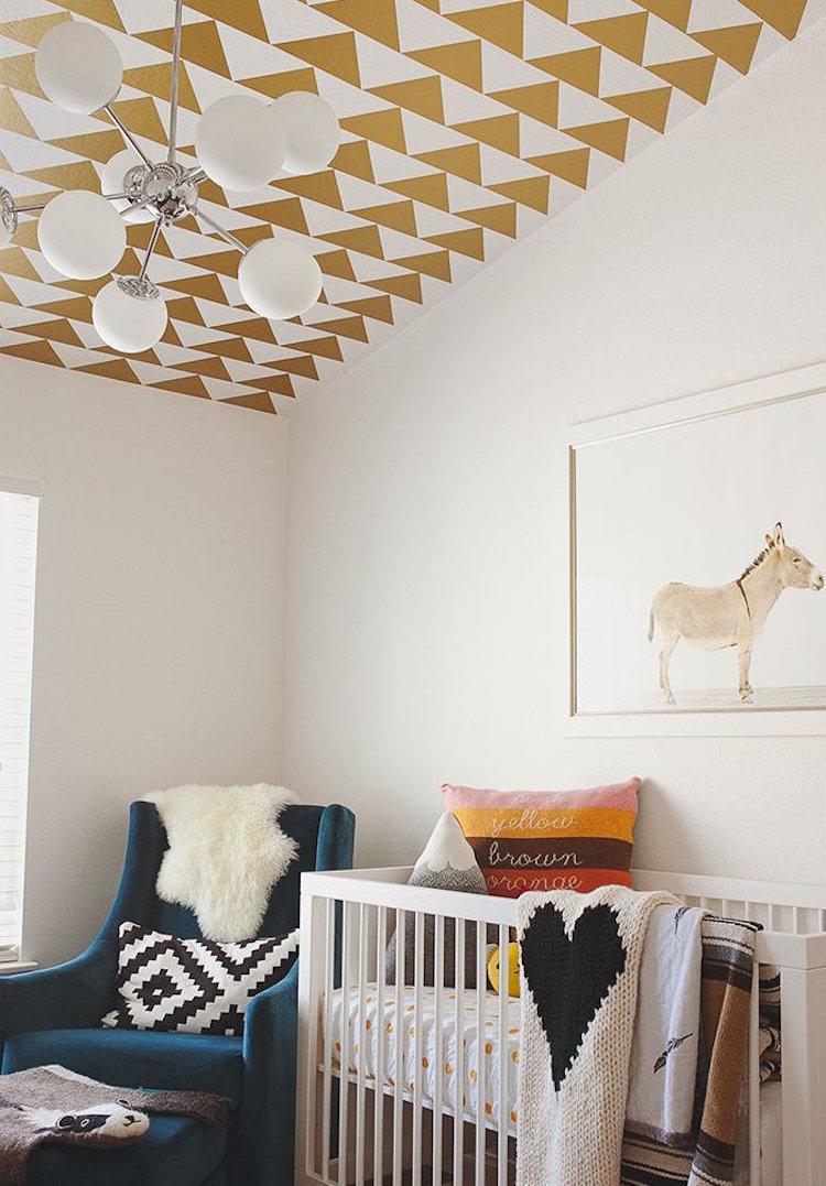 Le papier peint s'installe sur votre plafond