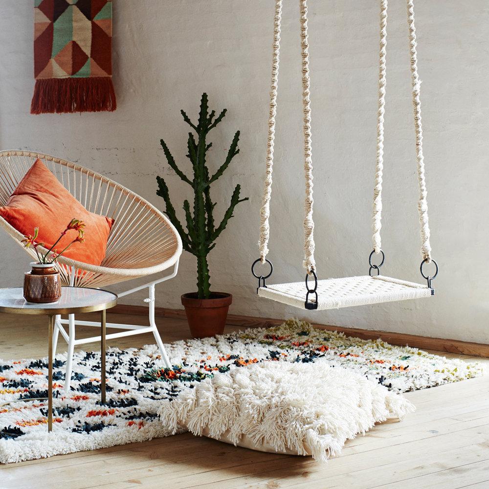 Salon salon séjour bohème ethnique orange marron blanc doré cuivre parquet textile peinture