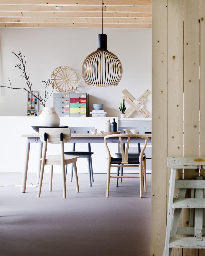 Salle à manger scandinave marron blanc noir gris beige béton ciré peinture bois