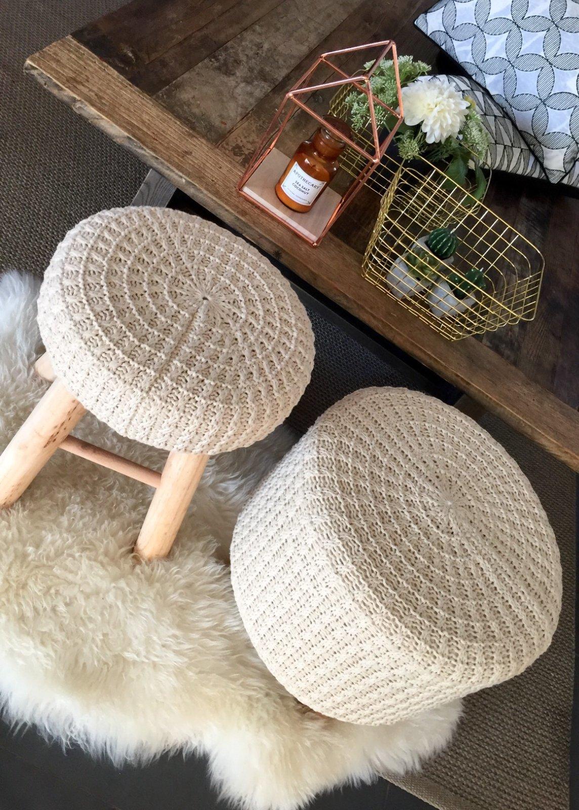 Salon tabourets tricotés