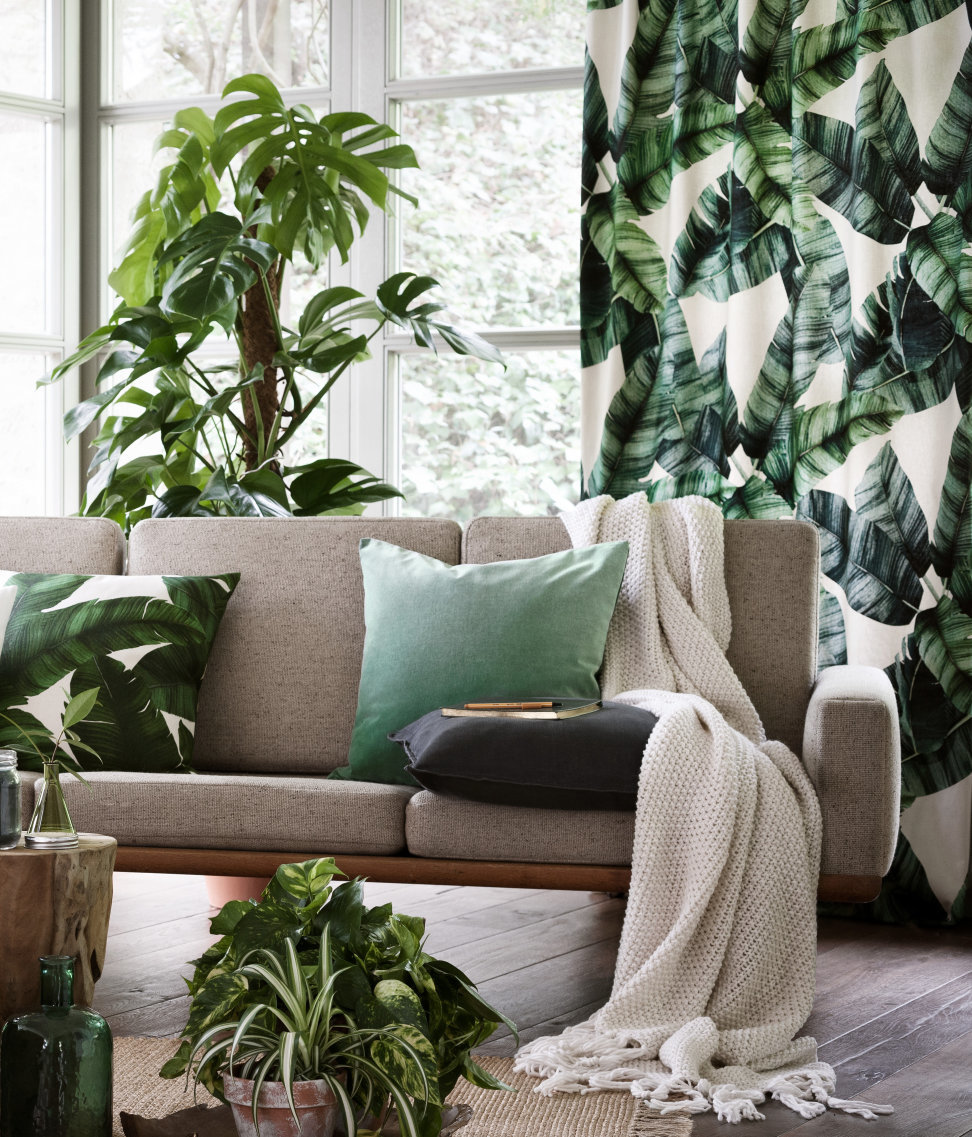 La tendance 2018 : le dark jungle. Salon scandinave exotique