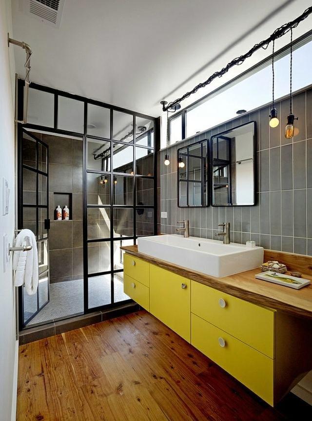 Salle de bain industrielle jaune marron noire grise blanche ...